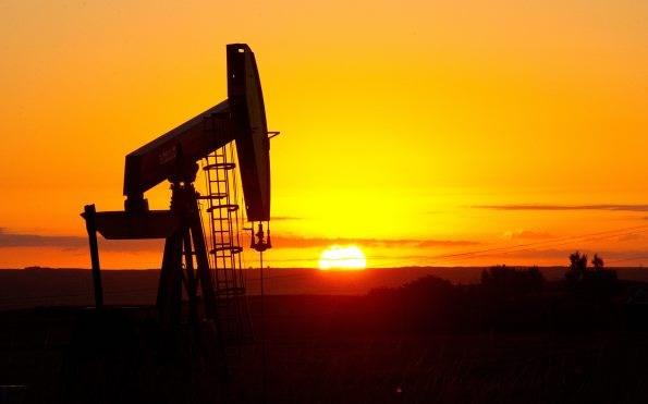 Trung Quốc nhấn chìm thị trường, giá dầu giảm 10%