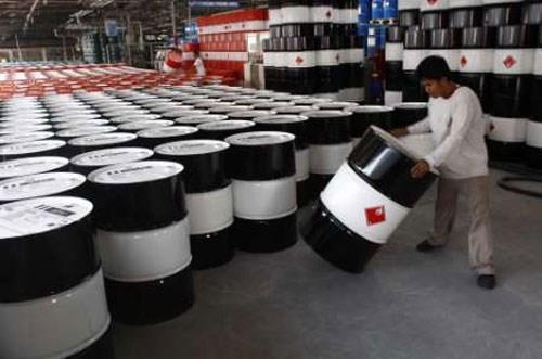 Giá dầu Mỹ lao dốc gần 6% xuống 38 USD/thùng