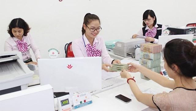 Dịch vụ ngân hàng: Khoảng cách giữa thực tế và quảng cáo ngày càng rộng