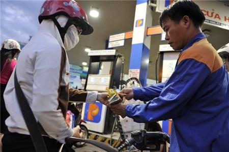 'Lỗ hổng' chính sách, DN xăng dầu hưởng lợi ngàn tỷ?