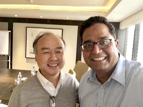 vijay shekhar sharma chup hinh cung nha sang lap kiem ceo masayoshi son cua softbank. anh: linkedin.com