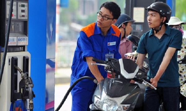 """Đổi cách tính, giá xăng dầu lại """"cõng"""" thêm 100 đồng/lít tiền thuế"""