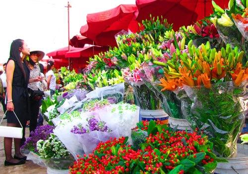Du xuân qua những chợ hoa nức danh Hà Thành
