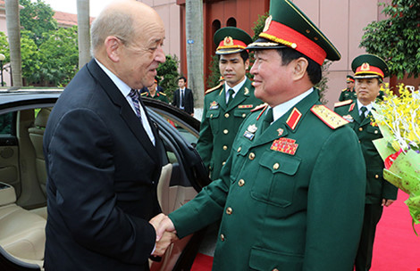 ngay 6-6, bo truong quoc phong ngo xuan lich donbo truong quoc phong phap jean-yves le drian tham chinh thuc viet nam. anh: ttxvn