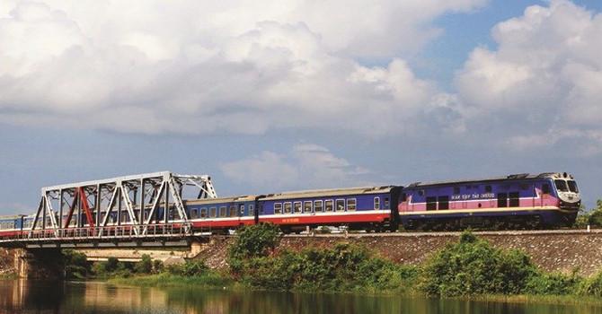 Nghịch lý ngành đường sắt: Chẳng thua lỗ dẫu đi giật lùi