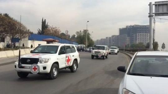 doan xe cho hang cuu tro cua lhq roi khoi damascus toi madaya hom 11-1. anh: bbc