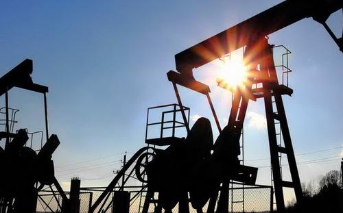 """Mất 21%, giá dầu có tháng sụt giảm """"thê thảm"""""""