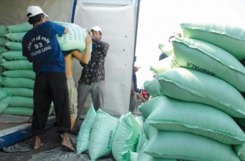 Xuất khẩu gạo: Chưa vội mừng vì giá tăng cao