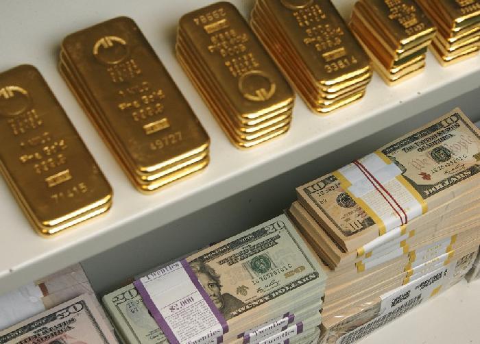 """Cuộc chơi """"bập bênh"""" của vàng và USD"""