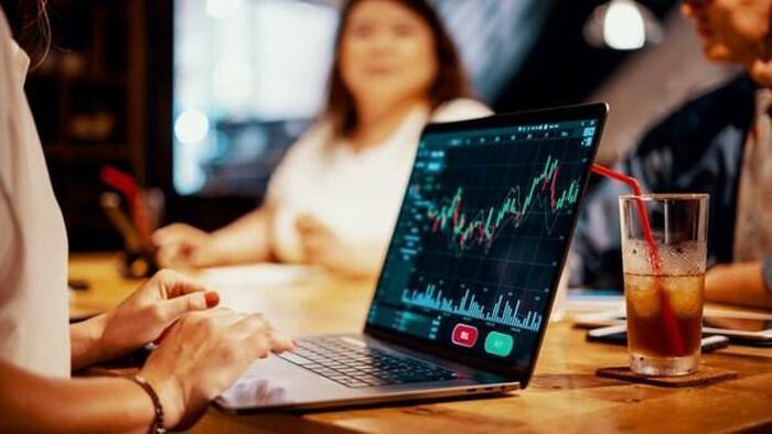 """Giải mã làn sóng F0 giữa trang thái """"bình thường mới"""": Kịch bản nào cho thị trường chứng khoán?"""