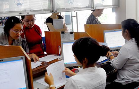 doanh nghiep dang lam thu tuc hoan thue tai cuc thue tp.hcm. anh: htd