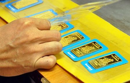 Giá vàng SJC cao hơn thế giới gần 1 triệu đồng/lượng