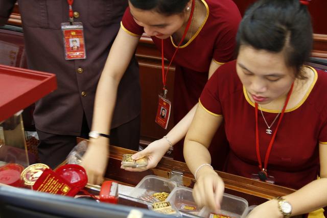 Giá vàng SJC tiếp tục tăng mạnh, lên mốc 38 triệu đồng/lượng