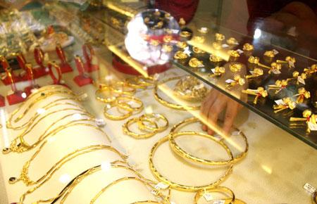 Giá vàng tăng vọt qua mốc 37 triệu đồng/lượng