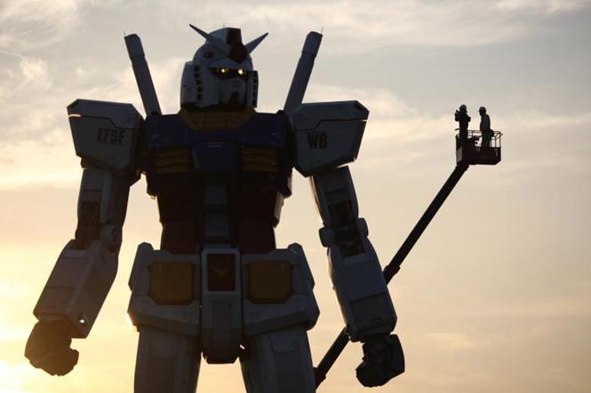 mot mau robot gundam cao 18 m trong mot cong vien o tokyo. anh tu lieu reuters