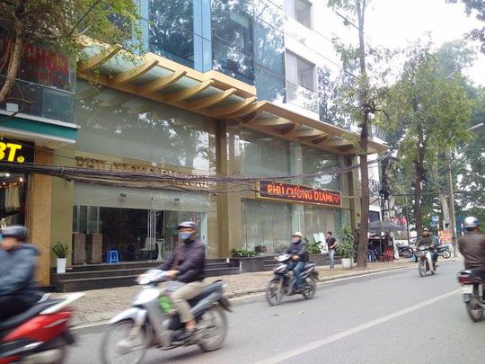 Cảnh sát khám xét công ty buôn kim cương ở Hà Nội