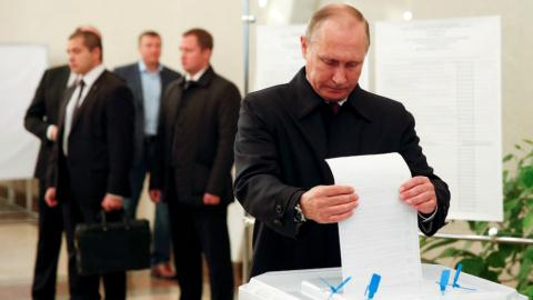 Hàng trăm tỉ USD đổ vào Nga trước mỗi kỳ bầu cử