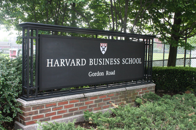 harvard business school - ngoi truong dinh hinh kinh te my