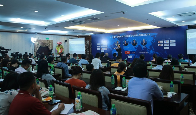 300 doanh nhan, chuyen gia da tham du hoi thao vietnam business outlook 2019 do bao theleader phoi hop voi group quan ly doanh nghiep to chuc