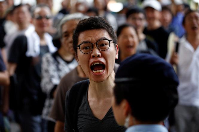 Hàng chục ngàn người Hong Kong xuống đường biểu tình bất chấp bị ngăn cản