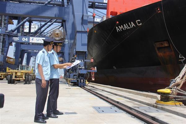 Doanh nghiệp XNK mong muốn công khai phụ thu phí cảng biển
