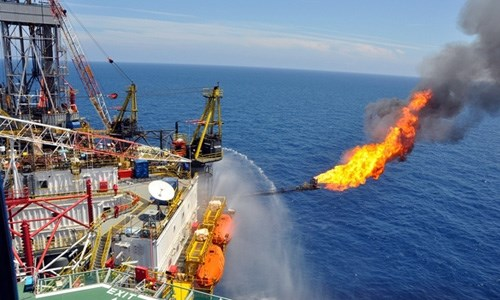 Giá dầu tăng tiếp sau khi tăng mạnh nhất 2 tháng
