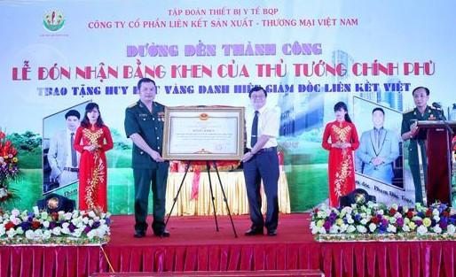 le don bang khen gia do ban lanh dao lien ket viet dung len - anh:lkv.com.vn