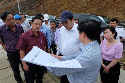 Ông Huỳnh Đức Thơ, Chủ tịch UBND TP Đà Nẵng trong một lần kiểm tra tiến độ thi công và chỉ đạo giải quyết những vướng mắc Dự án Khu công nghệ cao Đà Nẵng.