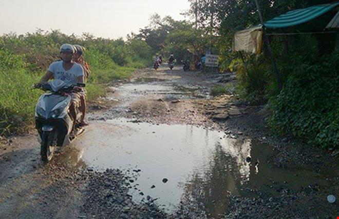 Khu Nam TP.HCM: Dân 'ôm đất ngồi khóc!'