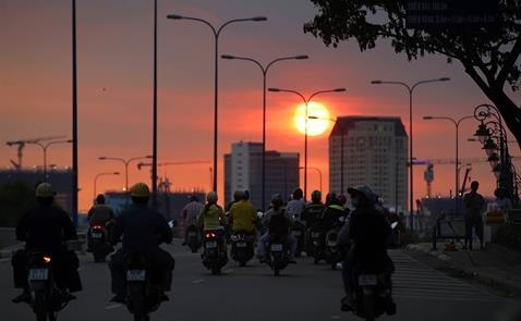 Việt Nam nới lỏng tiền tệ để tăng trưởng, dù còn nhiều rủi ro tín dụng