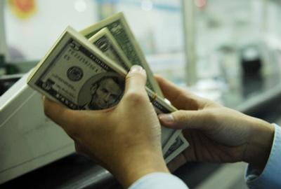 Lãi suất huy động USD bất ngờ giảm về … 0%