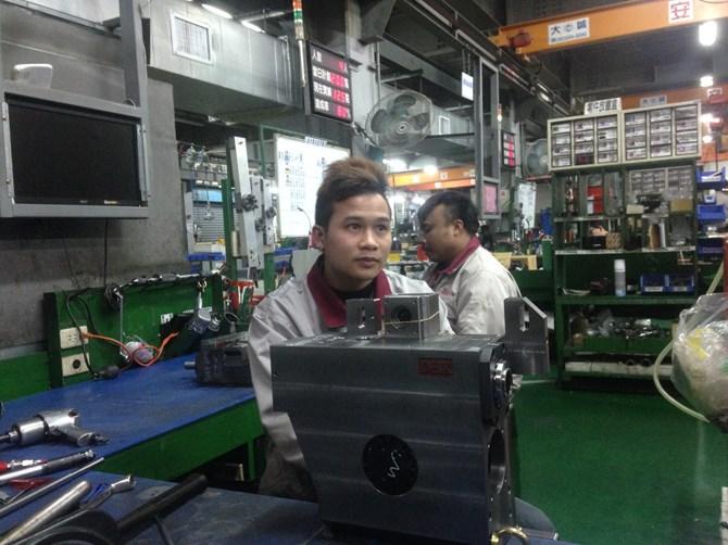 """""""Loạn"""" giá xuất khẩu lao động"""
