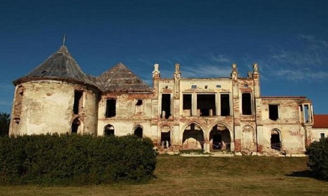 Những tòa lâu đài nghi bị ma ám ở Romania
