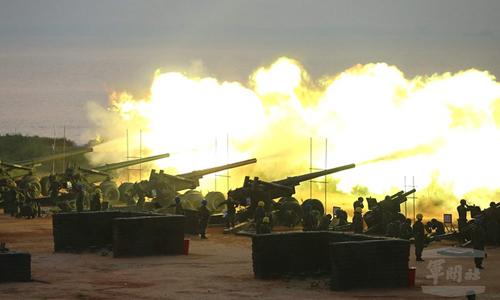 phao binhdai loan tai cuoc tap tran ban dan that tren dao kim mon o eo bien dai loan hom 8/9. anh:military news agency