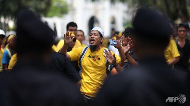 nguoi dan thu do kuala lumpur trong mot cuoc bieu tinh hoi thang 8-2012 - anh: afp