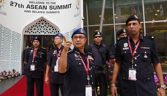luc luong canh sat malaysia duoc dieu dong truoc them hoi nghi thuong dinh asean 2015 - anh: alalam news