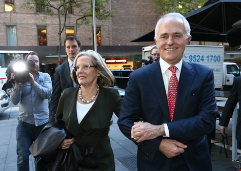 thu tuong malcolm turnbull va vo den cuoc hop bao tai sydney (uc) ngay 1-7. (anh: guardian)