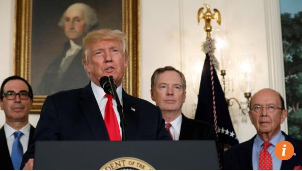 Tổng thống Mỹ Trump họp báo sau lễ ký. Ảnh: SCMP