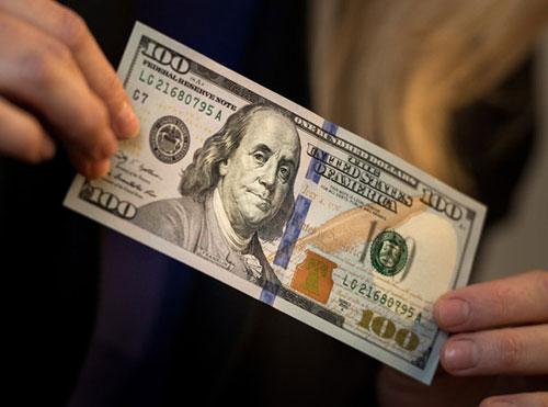 Rủi ro đầu tư vào đôla khi chờ FED tăng lãi suất