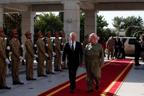 bo truong quoc phong my james mattis (trai) trong chuyen tham toi khu tu tri nguoi kurd tai iraq hoi thang 8 vua qua