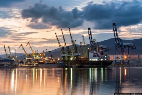 Nga dừng giao dịch đồng USD tại cảng biển