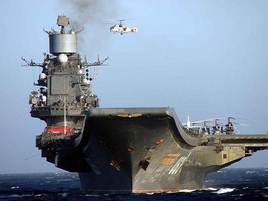 truc thang vu trang k-52 tren tau san bay do doc kuznetsov. anh: world defence news