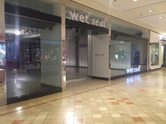 Wet Seal tính đóng cửa toàn bộ 171 điểm bán lẻ.