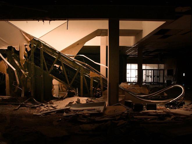 Nhiếp ảnh gia Seph Lawless đã ghi lại hình ảnh về những trung tâm mua sắm bị đóng cửa và quên lãng trên toàn nước Mỹ.