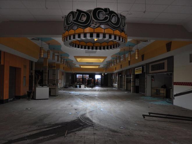 """Ở Mỹ, số trung tâm mua sắm """"ma"""" đang xuất hiện ngày càng nhiều cùng với sự đóng cửa ồ ạt của các cửa hiệu bán lẻ."""