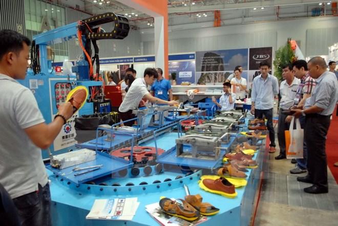 Điều chỉnh quy hoạch, mở rộng phần giá trị ngành da giày Việt Nam