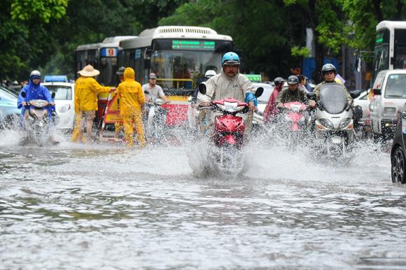 Những tuyến đường thường úng ngập nước do mưa ở Hà Nội