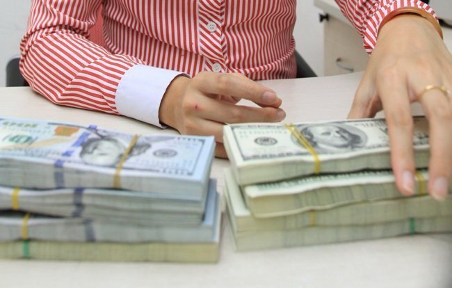 Cẩn trọng với chính sách lãi suất tiền gửi đô la Mỹ
