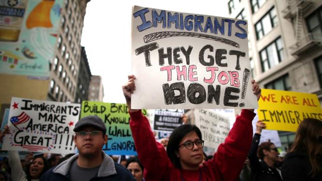 Vì sao các nền kinh tế lớn không nên chặn dân nhập cư?