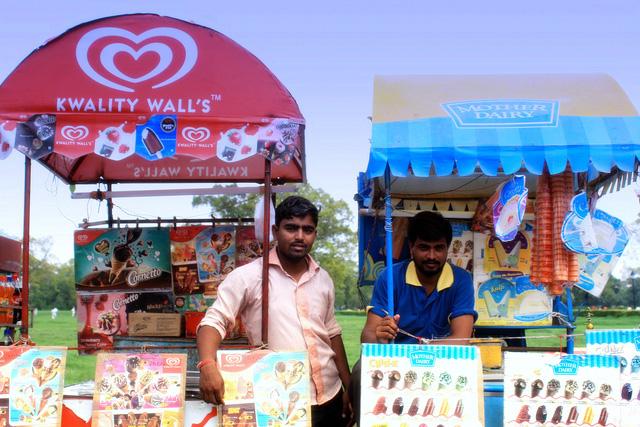 1.000 nhà sản xuất kem Ấn Độ 'choảng nhau vỡ đầu' vì tranh cãi kem phải làm từ sữa, chứ không phải 'dầu cọ trộn sữa bột'